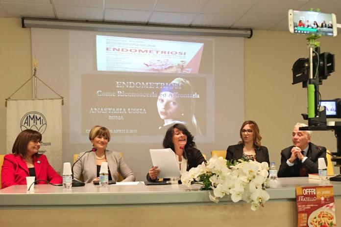Il tavolo dei relatori con la Dott.ssa Anastasia Ussia endometriosi
